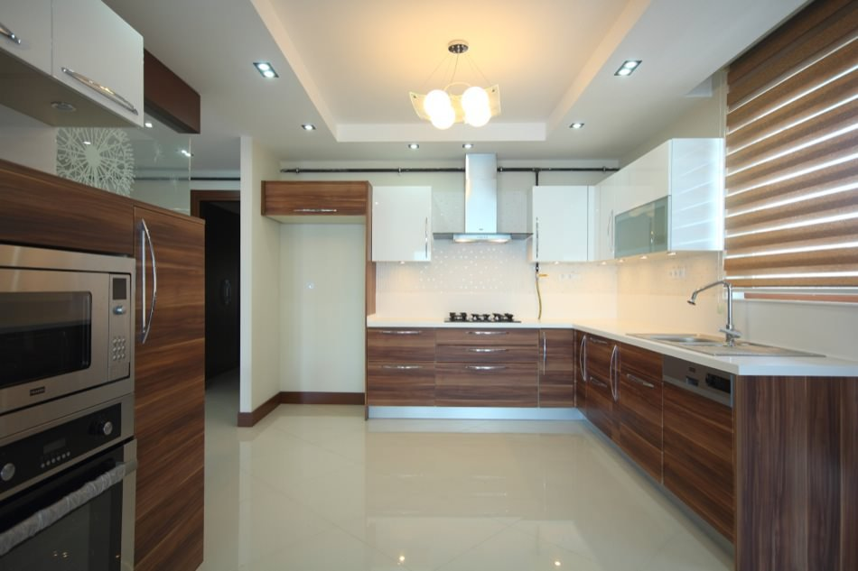 Plum and High Gloss Lacquered RAL 9010 Pure White
