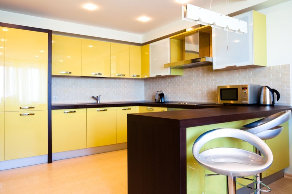 High Gloss Lacquered Kitchen Cabinets RAL 1023 - Traffic Yellow